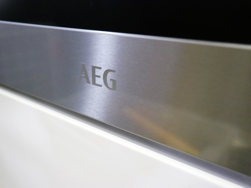 in-toto Kitchens AEG appliances built-in steam oven
