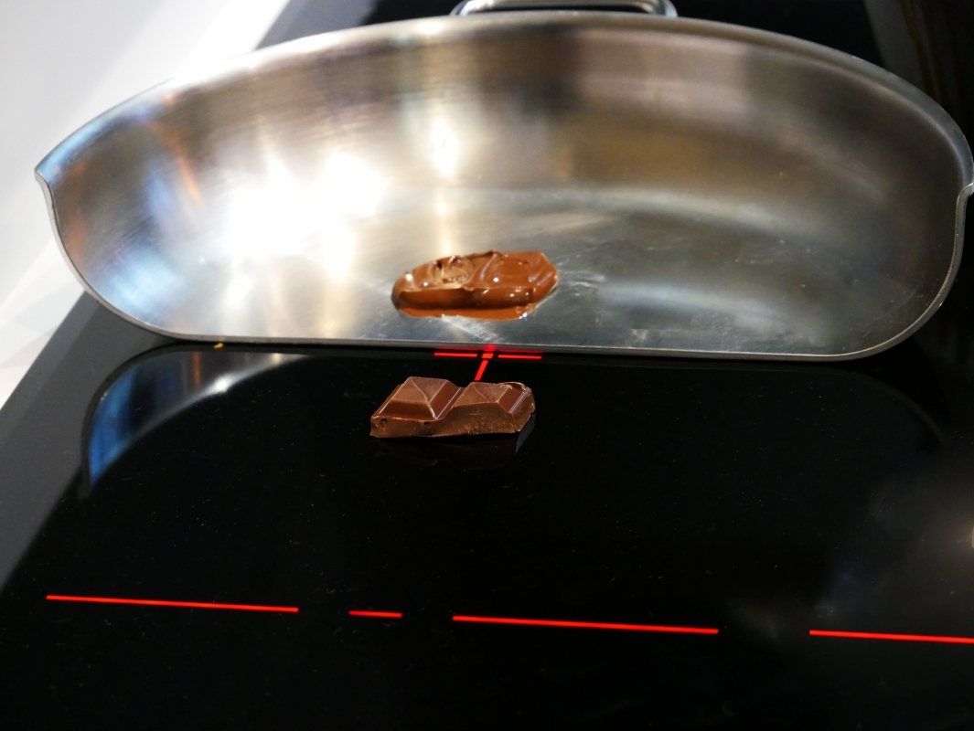 AEG demo cut out pan with chocolate